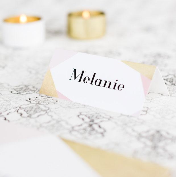Unvergleichliche Tischkarten für die Hochzeitstafel online gestalten und lasern lassen